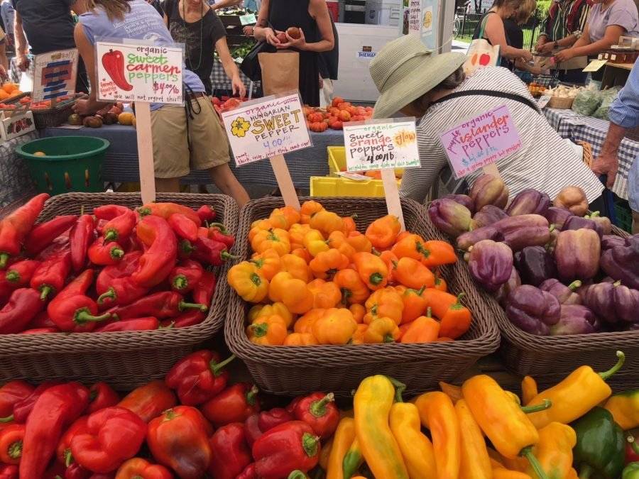 D.C. farmers' market attracts customers with fresh produce and central location